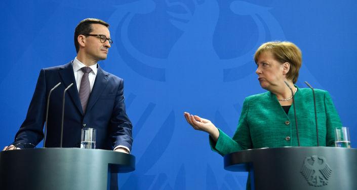 Premier Polski Mateusz Morawiecki i kanclerz Niemiec Angela Merkel