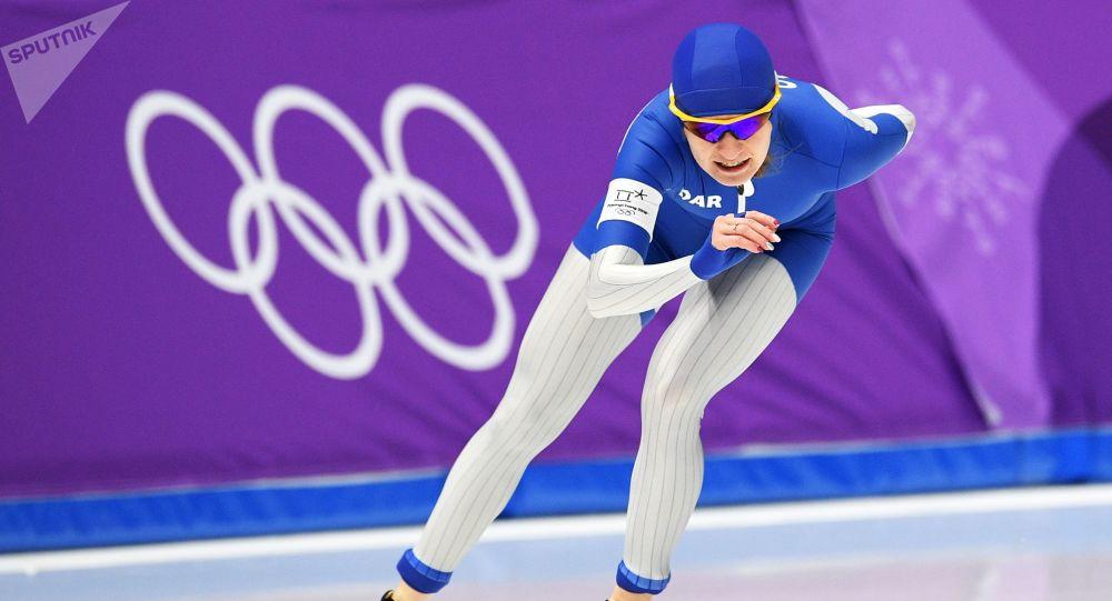 Rosyjska panczenistka Natalia Woronina w biegu na 3000 metrów w zawodach w łyżwiarswie szybkim
