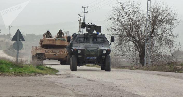 Turecki sprzęt wojskowy używany w operacji w Afrinie