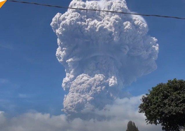 Erupcja wulkanu w Indonezji