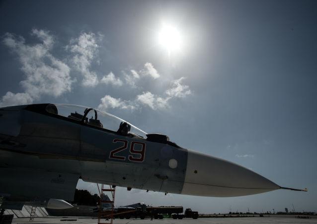 Niszczyciel Sił Powietrzno-Kosmicznych Rosji na bazie Hmeimim