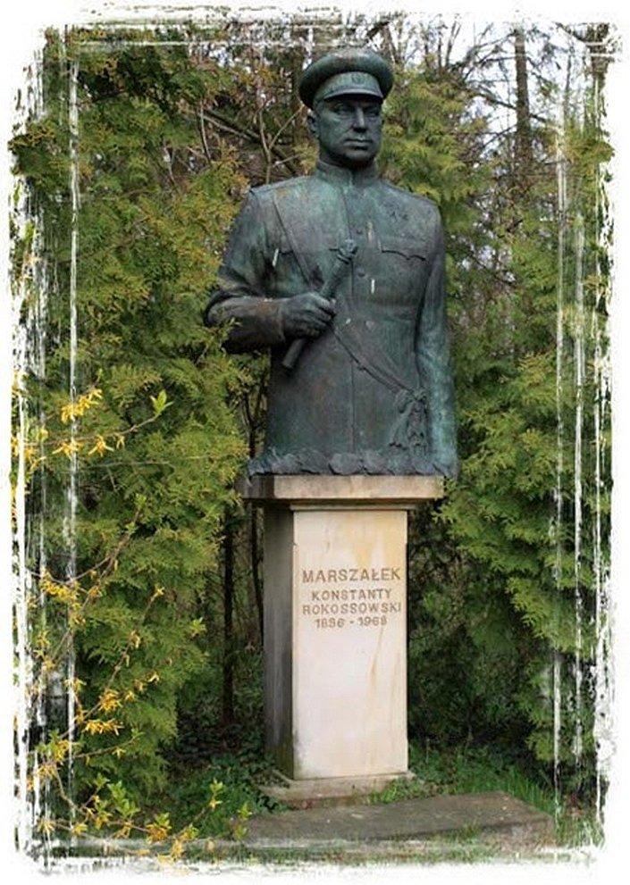 Pomnik Konstantego Rokossowskiego w prywatnym Muzeum Armii Radzieckiej i LWP Pana Michała Sabadacha