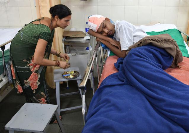 Pacjent Santlal Pal po operacji