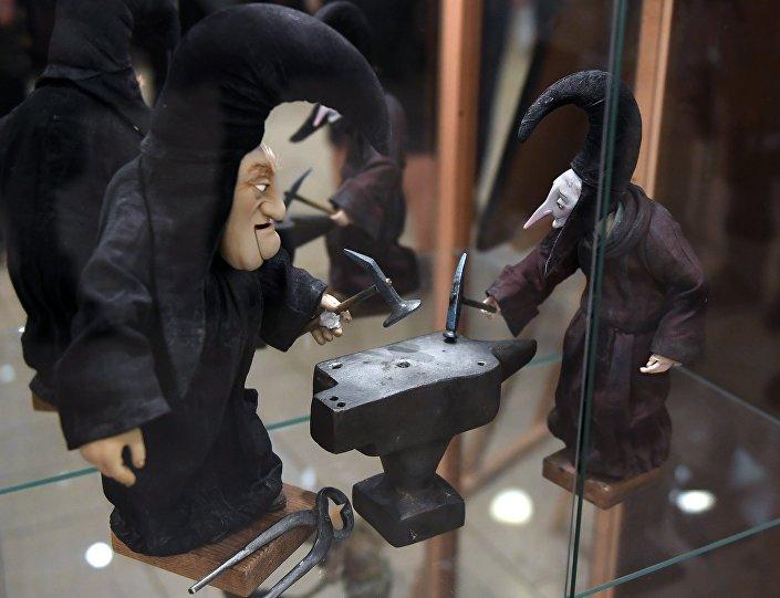 """Wystawa lalek, bohaterów filmu """"Hoffmaniada, w Rosyjskim Domu Nauki i Kultury w Berlinie."""