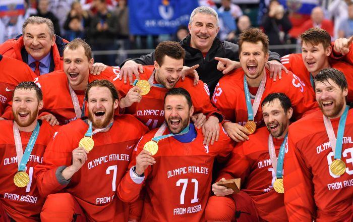Podczas ceremonii wręczania nagród rosyjska drużyna hokejowa zaśpiewała hymn rosyjski pod muzykę olimpijskiego hymnu.