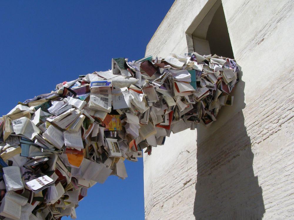 Rzeźba z książek Alicii Martin w Hiszpanii