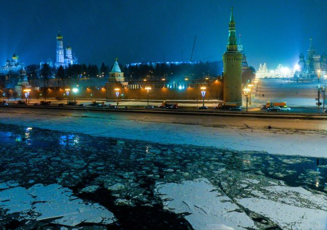 Rzeka Moskwa pokryta lodem