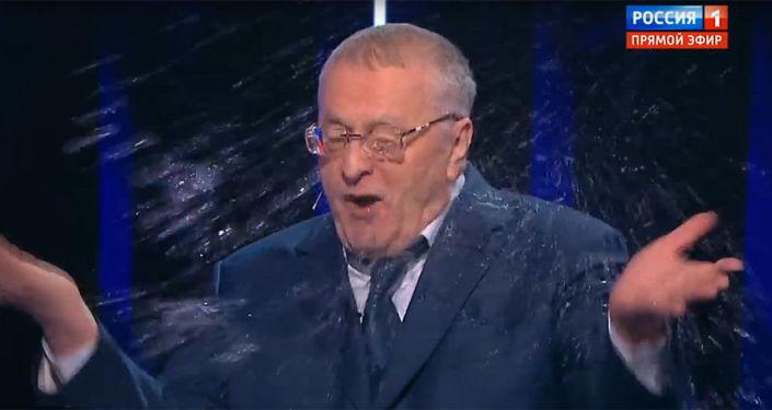 Kandydat na prezydenta Rosji, lider LDPR Władimir Żyrinowski w czasie debaty telewizyjnej