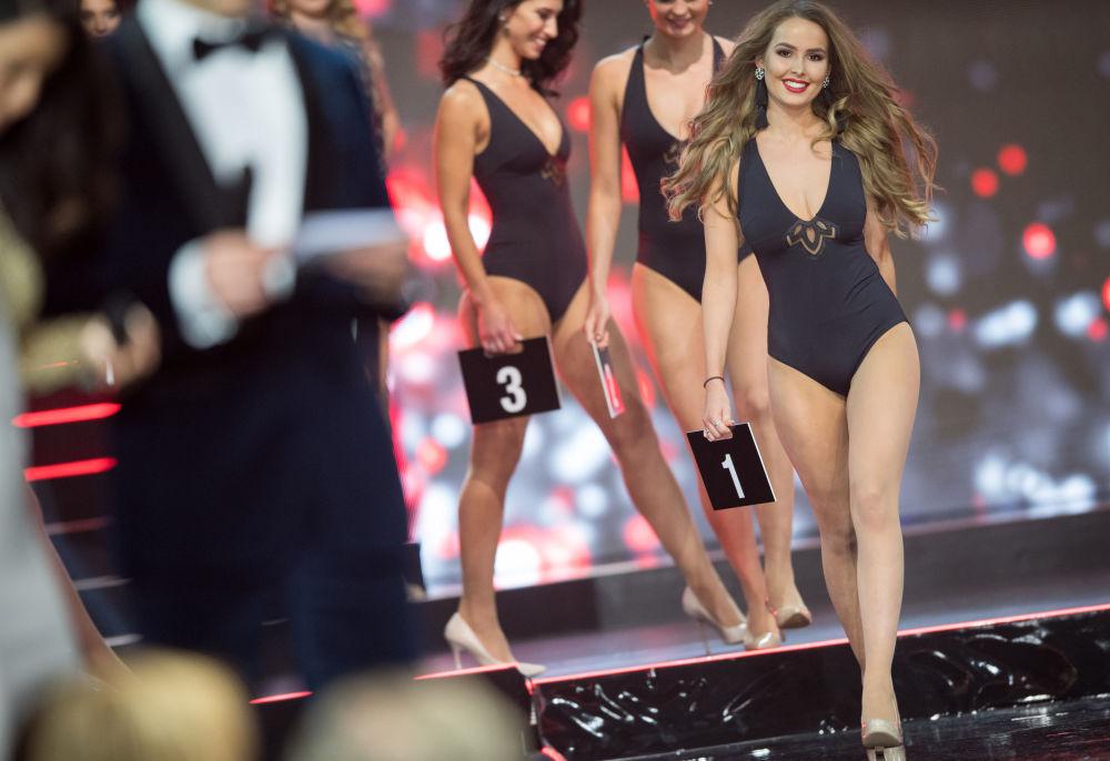 Uczestniczki konkursu piękności Miss Niemiec 2018 w niemiejskiej miejscowości Rust