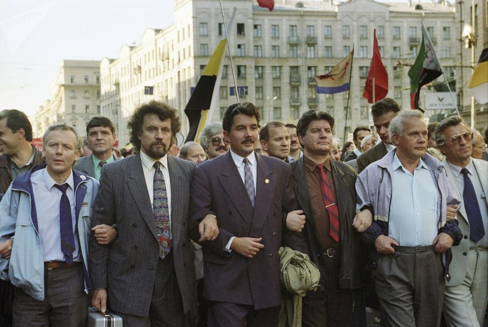 Siergiej Baburin bierze udział w manifestacji podczas obchodów rocznicy kryzysu konstytucyjnego w 1993 r. w Rosji