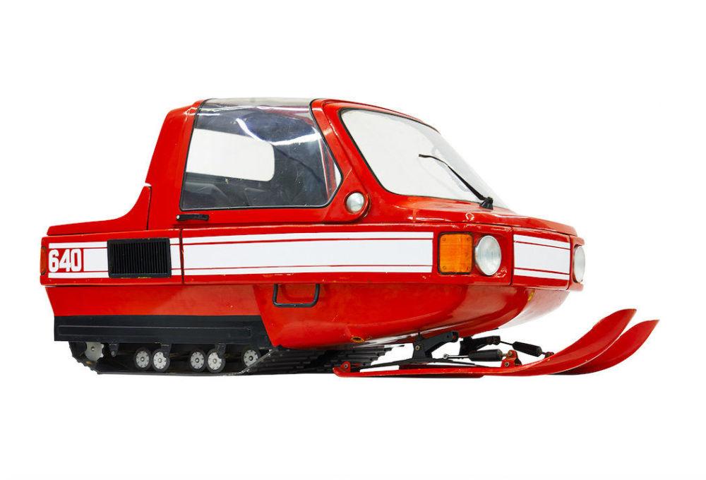 Skuter śnieżny 1980-E miał być pierwszym komfortowym zimowym środkiem transportu dzięki kabinie. Projekt jednak został zawieszony na etapie prac konstruktorskich.