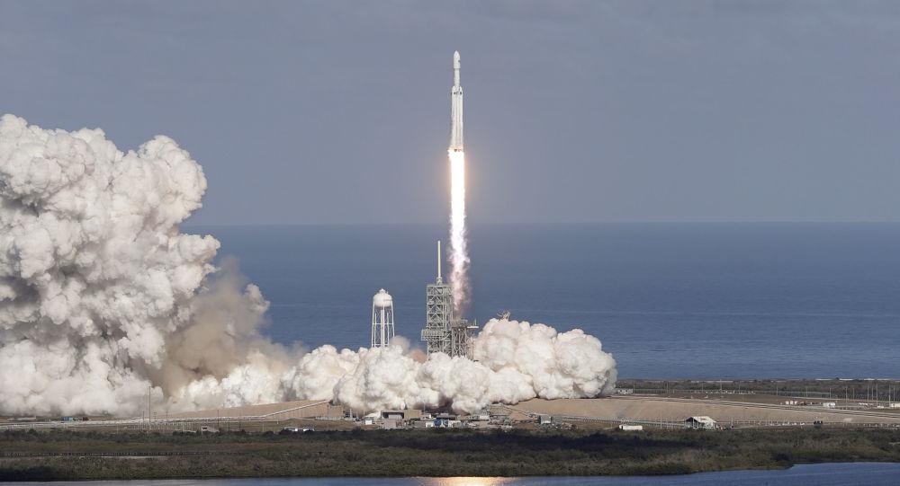 Start rakiety nośnej Falcon Heavy z kosmodromu na przylądku Canaveral. Zdjęcia archiwalne