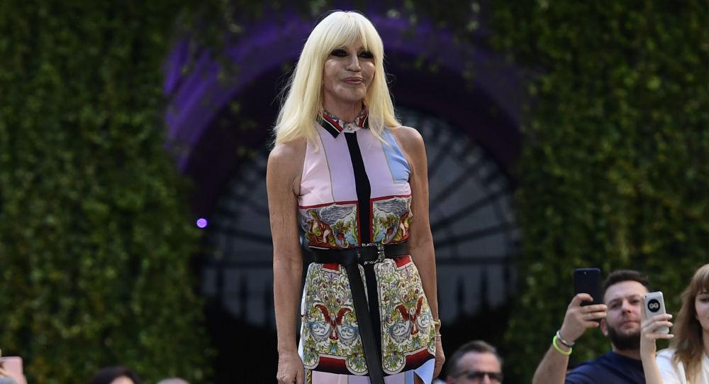 Włoska projektantka mody Donatella Versace