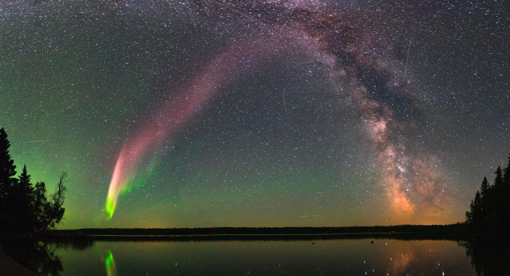 Fioletowa poświata w kanadyjskiej Arktyce