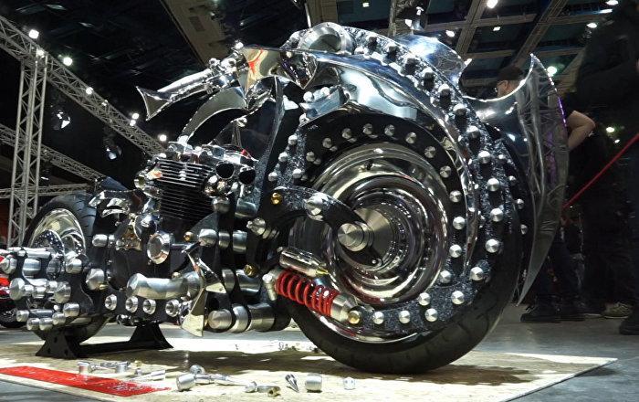 Ten motocykl to prawdziwe dzieło sztuki!