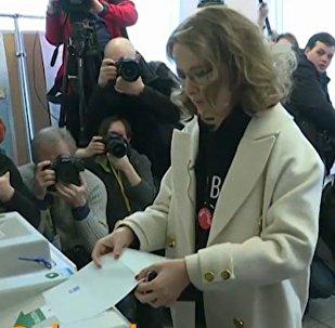 Kandydaci na prezydenta głosują