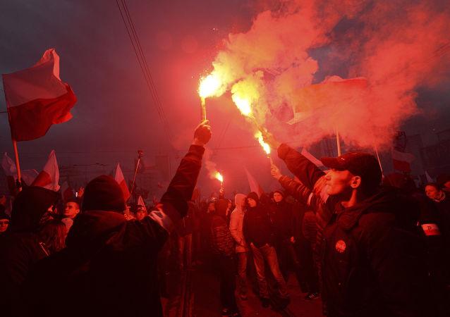 Polscy nacjonaliści podcza Marszu Niepodległości w Warszawie
