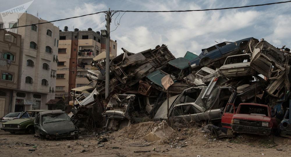 Złomowisko samochodów w Strefie Gazy