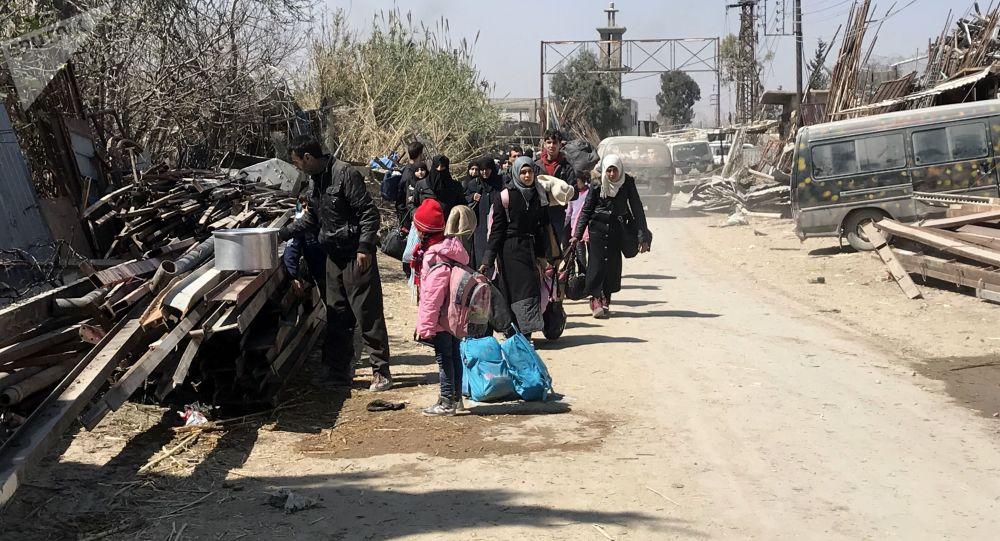 Cywile wydostają ze Wschodniej Guty korytarzem humanitarnym