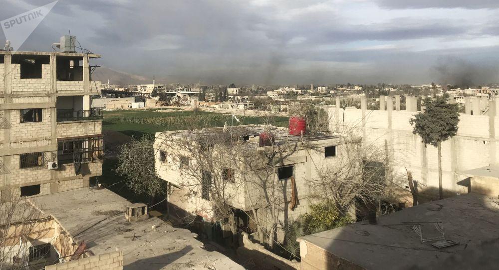 Dym powstaly w wyniku ataków syryjskiej armii na pozycje Dżabhat an-Nusry we Wschodniej Gucie, na przedmieściach Damaszku