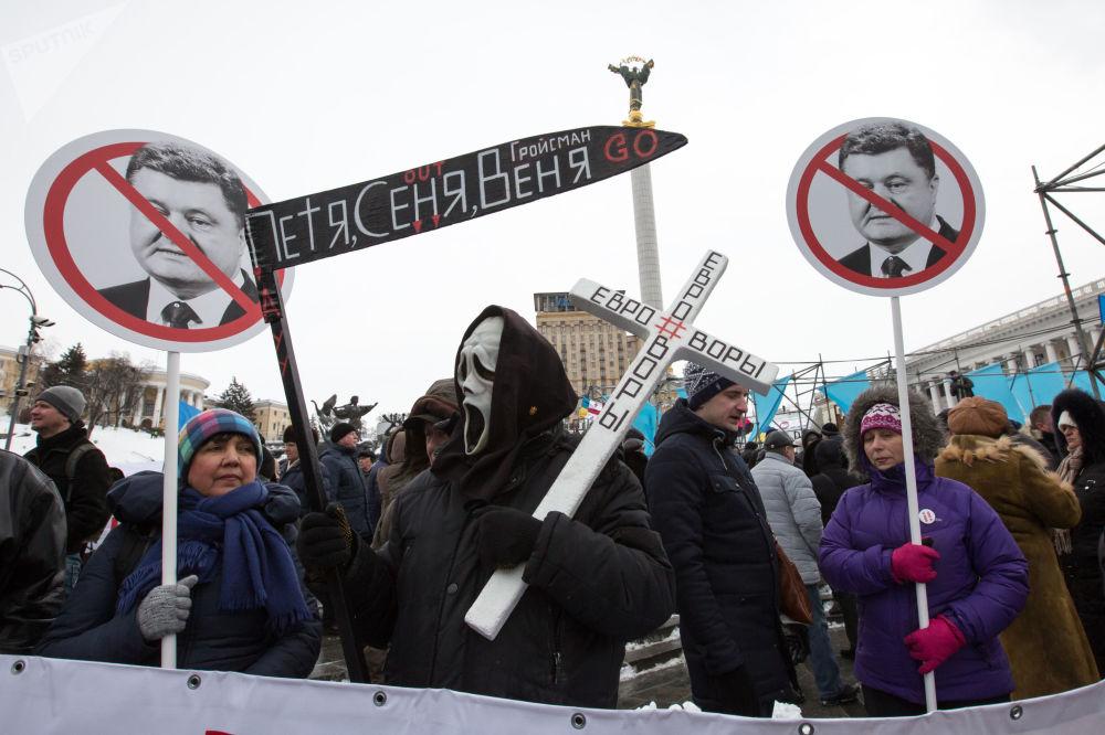Uczestnicy ogólnoukraińskiej akcji domagają się dymisji prezydenta Ukrainy Petro Poroszenko