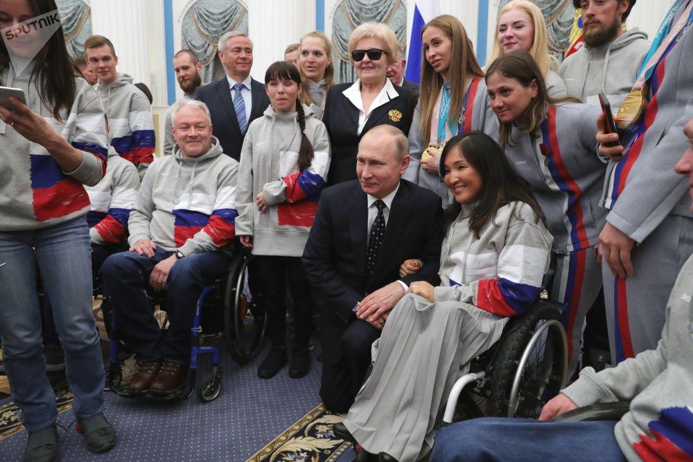 Prezydent Rosji Władimir Putin podczas spotkania z rosyjskimi sportowcami - zwycięzcami Igrzysk Paraolimpijskich XII w Pjongczangu