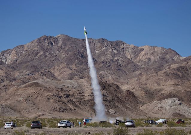 Mike Hughes z Kalifornii odbył lot w skonstruowanej przez siebie rakiecie