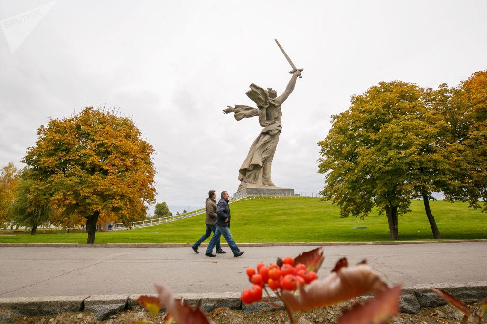 Monumentalna statua w Wołgogradzie Matka Ojczyzna Wzywa!