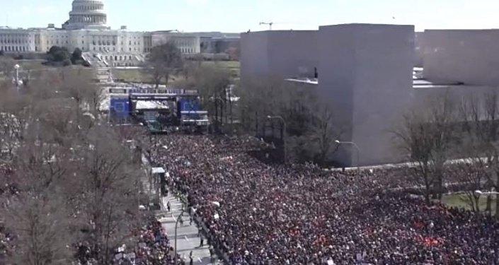 USA: marsze na rzecz ograniczenia dostępu do broni