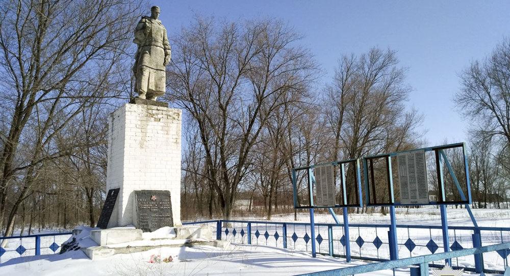 Pomnik przy zbiorowym grobie radzieckich żołnierzy w Charkowie, Ukraina