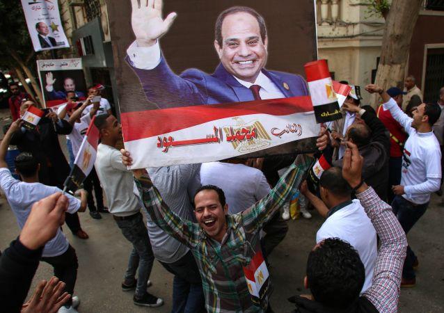 Mieszkańcy Kairu podczas wyborów w Egipcie