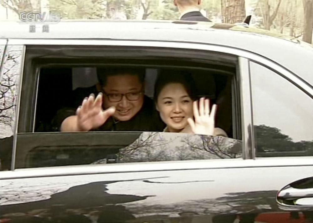 Przywódca KRLD Kim Dzong Un z żoną w Pekinie