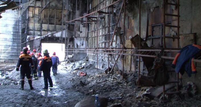Centrum handlowe w Kemerowie po pożarze