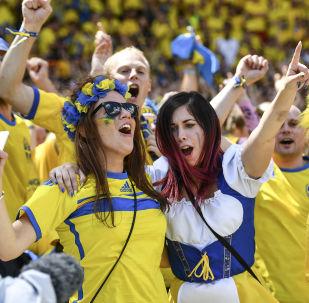 Szwedzcy fani na meczu piłki nożnej