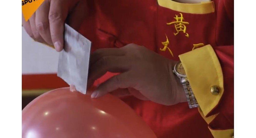 Chiński kucharz zademonstrował się robi Boeuf Stroganow po chińsku