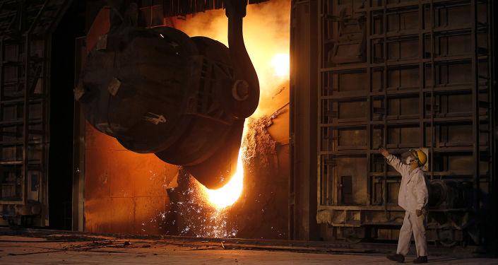 Fabryka stali w chińskim mieście Jiangyin. Zdjęcie archiwalne