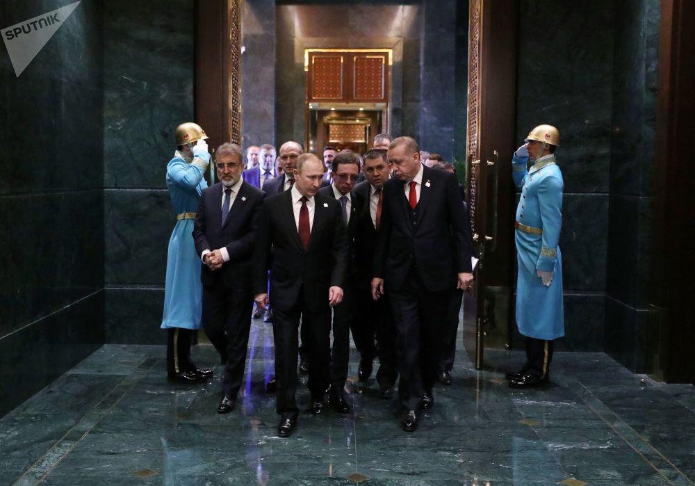 Władimir Putin i Recep Erdogan podczas spotkania w Pałacu Prezydenckim w Ankarze