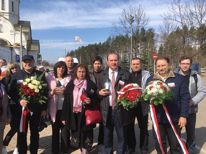 Delegacja Domu Polskiego na uroczystościach w Katyniu