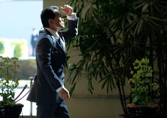 Minister spraw zagranicznych Japonii Taro Kono na konferencji prasowej