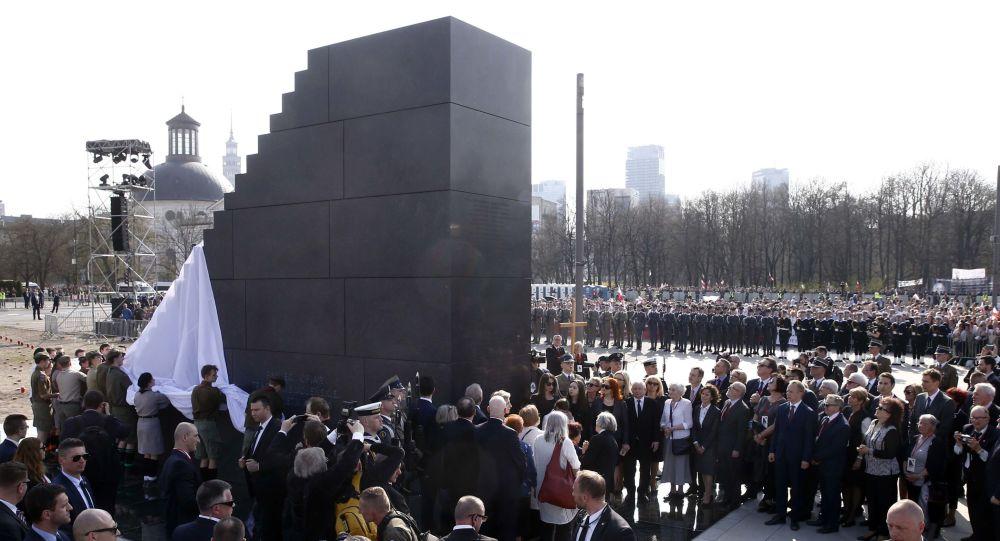 Odsłonięcie Pomnika Ofiar Tragedii Smoleńskiej 2010 roku w Warszawie