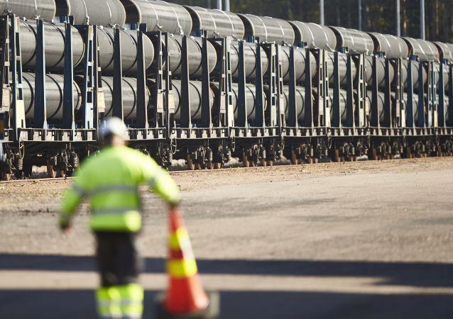 Dostawa pierwszych rur dla gazociągu Nord Stream 2 do Kotki, Finlandia
