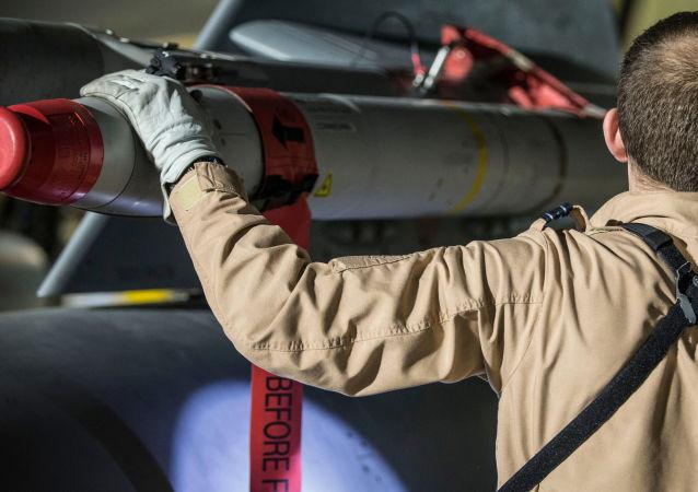 Pilot wielozadaniowego myśliwca Tornado po powrocie z operacji w Syrii