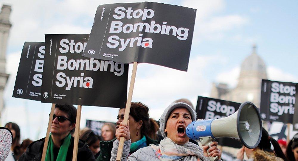 Przeciwnicy nalotów koalicji USA na Syrię