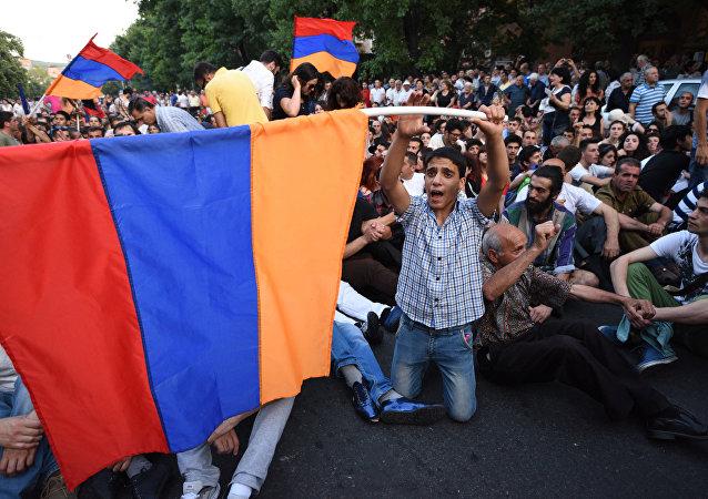 Protestujący w Erywaniu