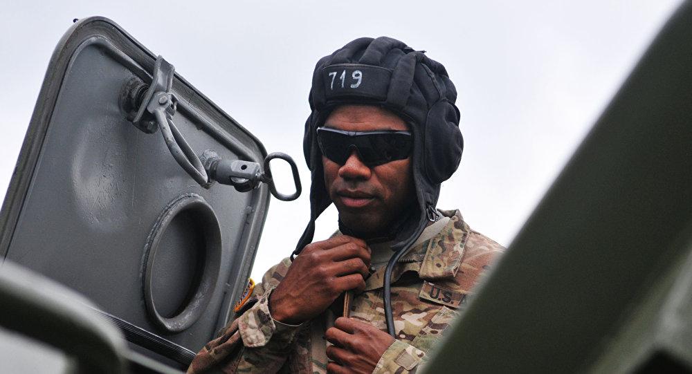 Amerykański żołnierz podczas ćwiczeń  Rapid Trident 2015 na Ukrainie