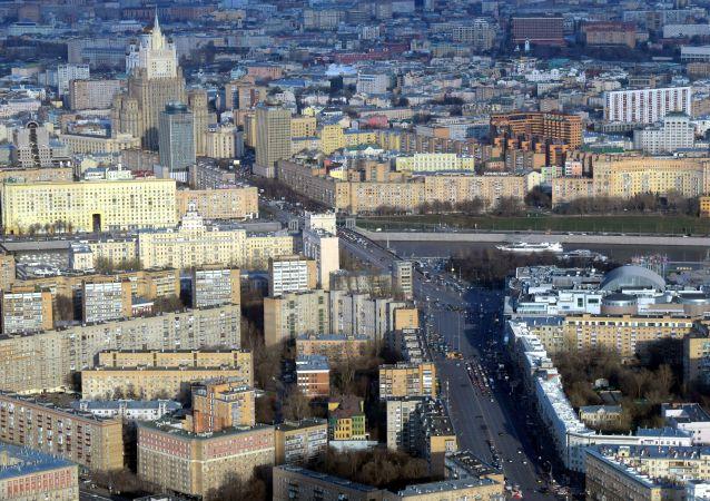 Widok z najwyższego placu widokowego w Europie, który znajduje się na 88 piętrze kompleksu biznesowego Moskwa city.