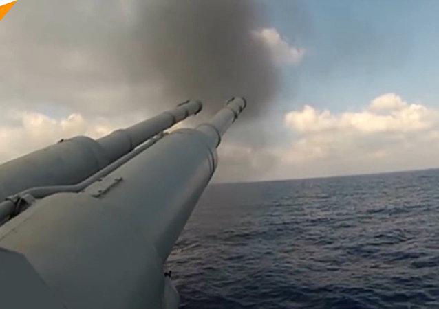 """Okręty Floty Pacyfiku ostrzelały cele nabrzeżne """"przeciwnika"""" podczas ćwiczeń na Morzu Japońskim"""