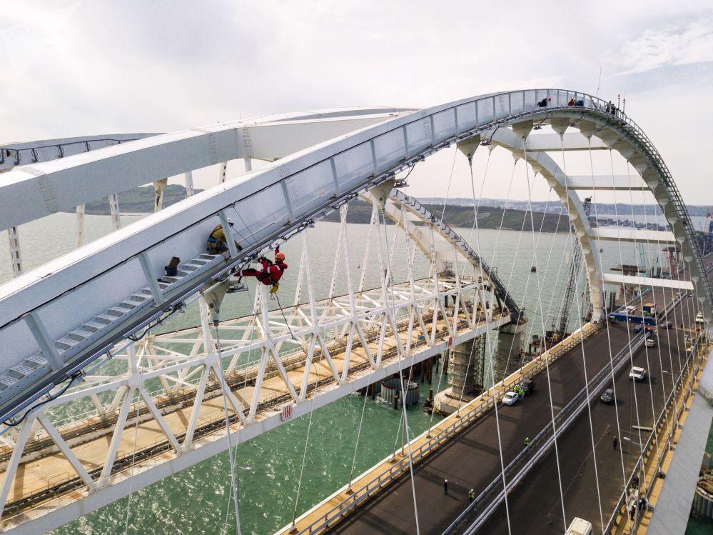 Budowa Mostu Krymskiego i podjazdów samochodowych ze strony Tamani