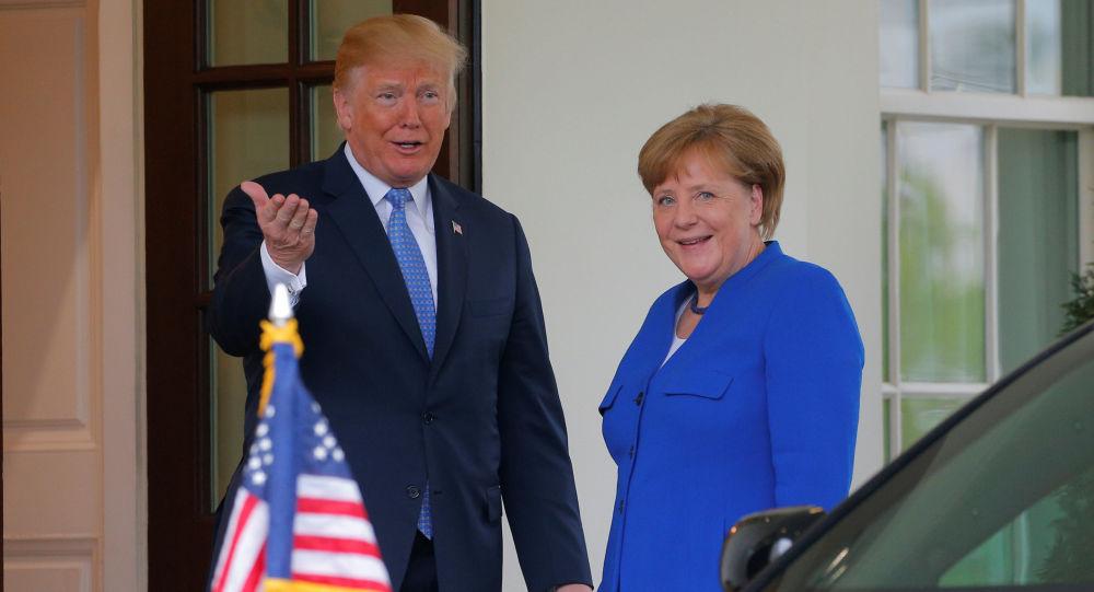 Prezydent USA Donald Trump i kanclerz Niemiec Angela Merkel przed Białym Domem w Waszyngtonie