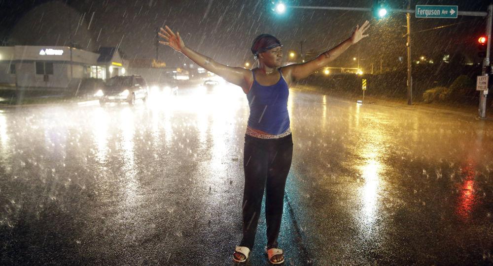 Protestujący w Ferguson